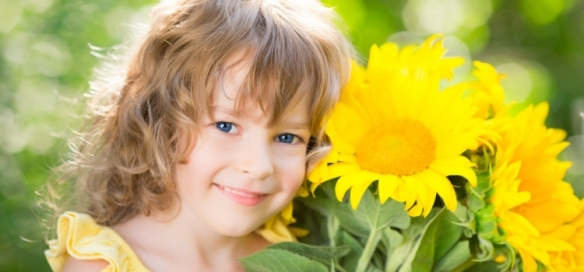 Happy-child-with-bouquet-of-flowers-750x350